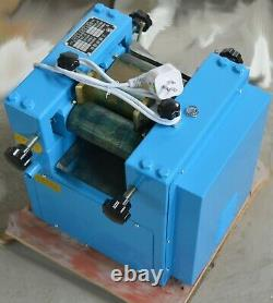 3-Roll Grinding Mill Machine Grinder Lab Applications crushing Liquid pigment